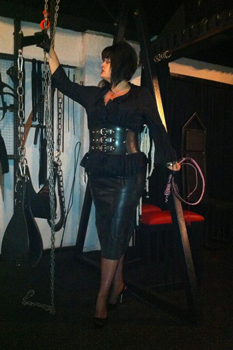 hamilton dominatrix perfect body