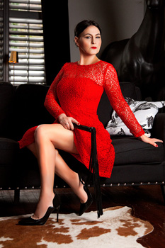 London-Mistress-Izabel1