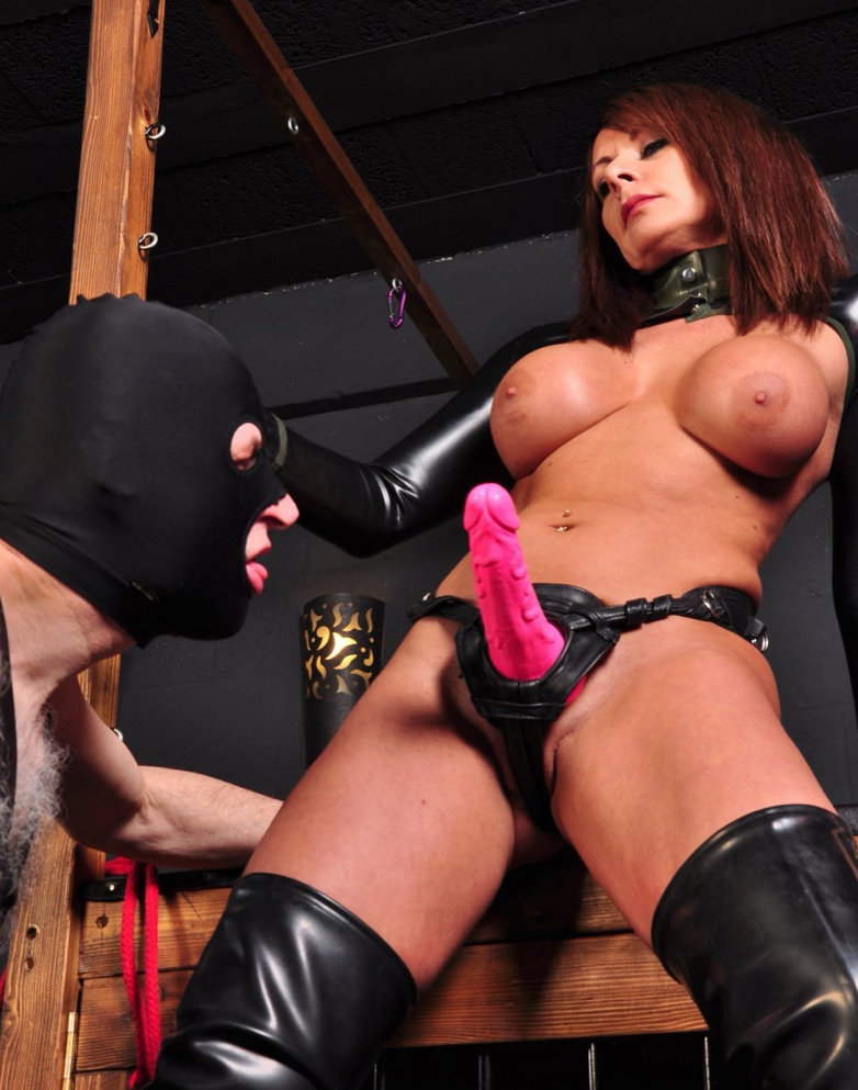 strapon-mistress-carly